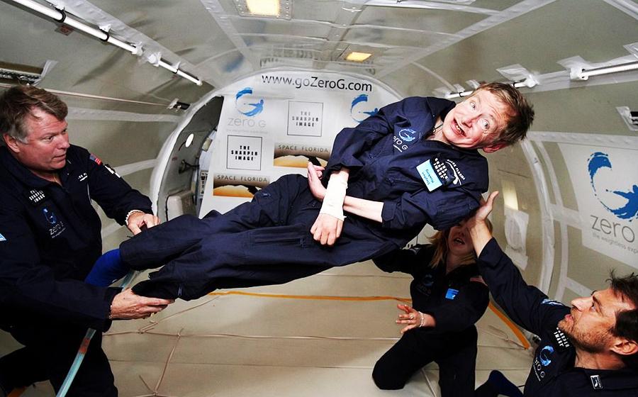 Stephen Hawking durante el vuelo a gravedad cero
